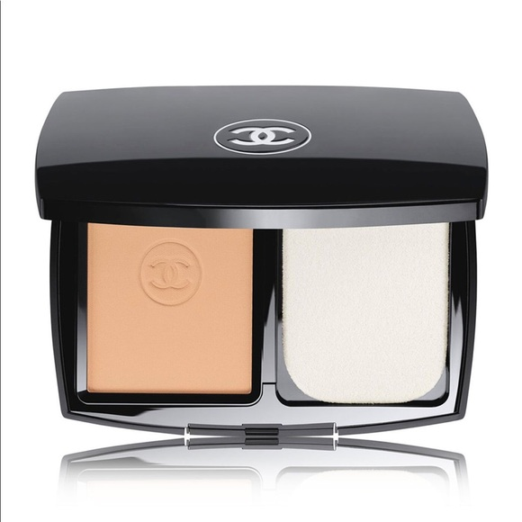 CHANEL Compact Foundation (20 BEIGE)